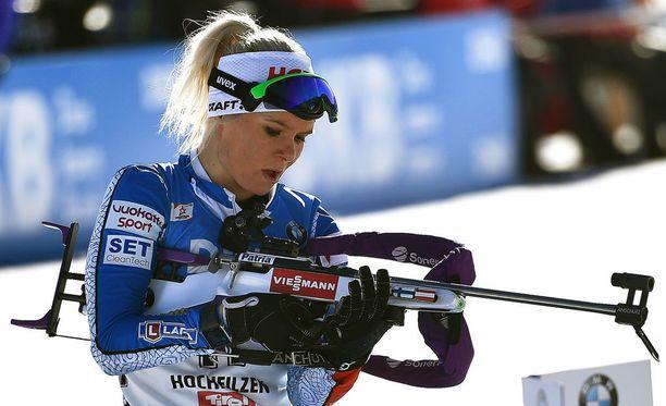 Mari Laukkanen on tällä kaudella kilpaillut sekä ampumahiihdon että hiihdon MM-kisoissa ja maailmancupissa.