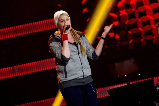 Heikkilä työskentelee karaokejuontajana, ja laulukokemus on kertynyt lähinnä karaoken puolelta.