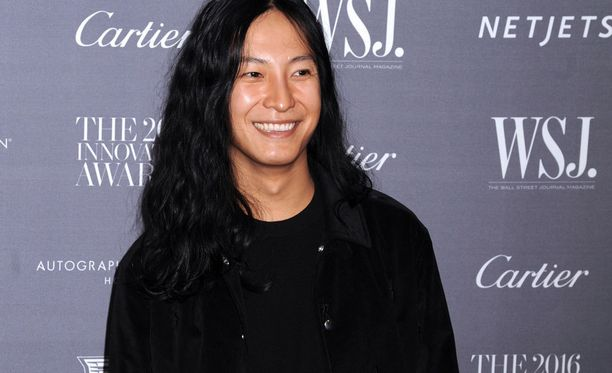 Suunnittelija Alexander Wangin ihon nuorekkuuden salaisuus on ehkä erikoisissa ihonhoitomenetelmissä.