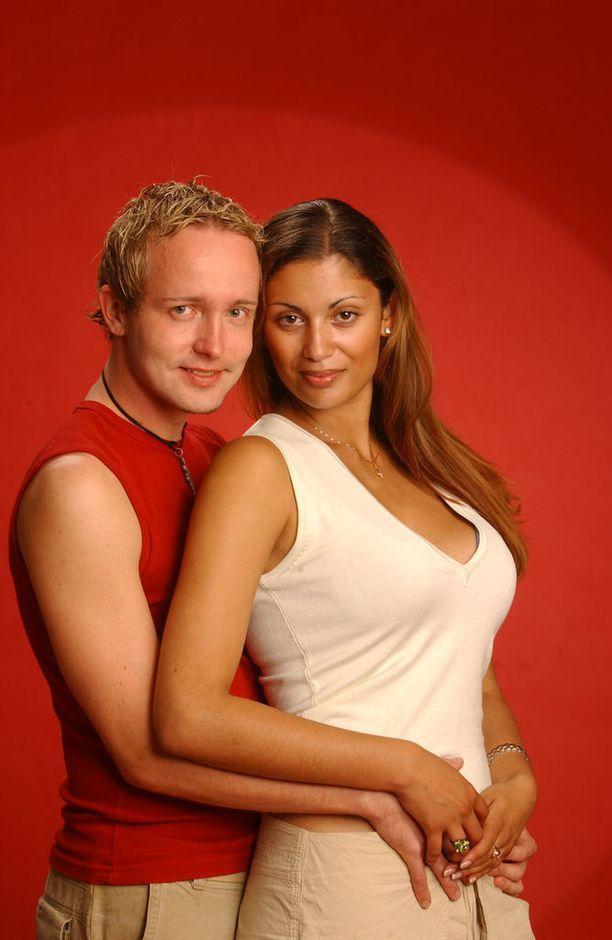 Jasmin Mäntylä ja Markku Valtanen vuonna 2003. Suhde päättyi suruun, kun Valtanen pahoinpiteli Mäntylän. Valtanen sai tuomion pahoinpitelystä.