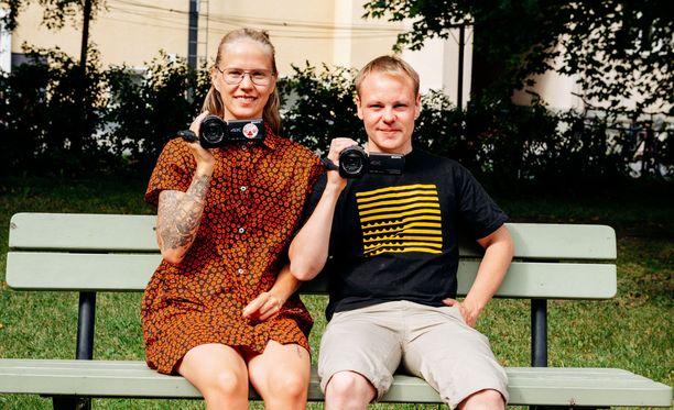 """Klaara ja Matti antavat todellisen arkensa näkyä sarjassa. -Välillä on ollut kauhean hienoa ja mukavaa ja olen ollut innoissani muutosta. Välillä olen ollut, että """"ei hitto, miksi minä asun tuon ihmisen kanssa"""", Klaara kuvailee rehellisesti sarjassa."""