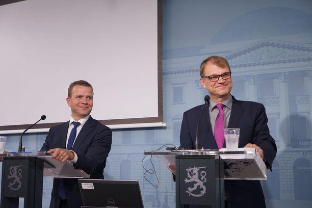 """Lasse Laatusen mukaan ay-liikkeen ja hallituksen välisessä irtisanomiskiistassa on kysymys periaatteista ja arvovallasta: """"viisaampi antaisi periksi""""."""