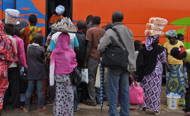 Paikalliset pakenivat Baman kaupungista sunnuntaina. Boko Haram on valloittanut viime aikoina enemmän kaupunkeja ainakin Nigerian koillisosissa.