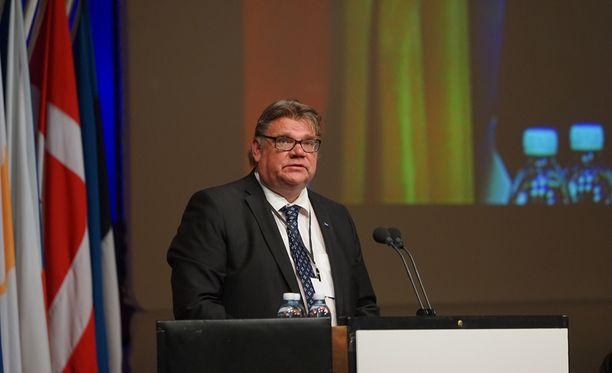 Timo Soini Etyj-kokouksessa maanantaina.