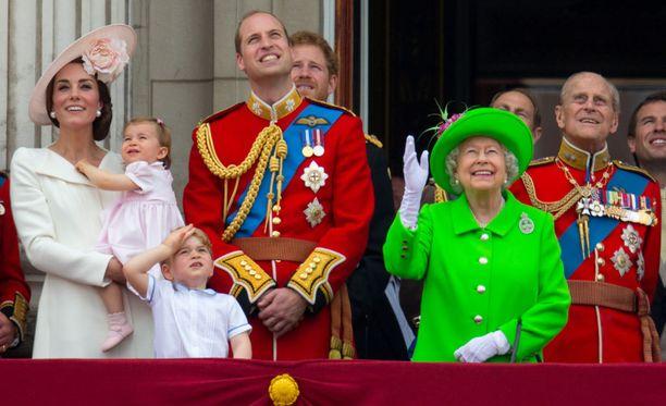 Kuningasperhe seurasi viime kesänä Trooping the Colour -paraatin tapahtumia Buckinghamin palatsin parvekkeelta.