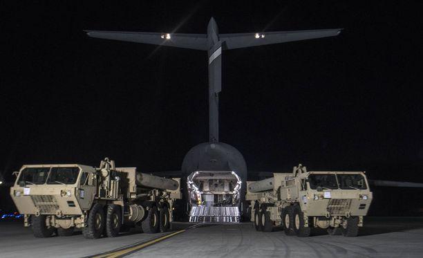 Osa THAAD-ohjuspuolustusjärjestelmään kuuluvasta kalustosta saapui Etelä-Koreaan jo maaliskuussa.