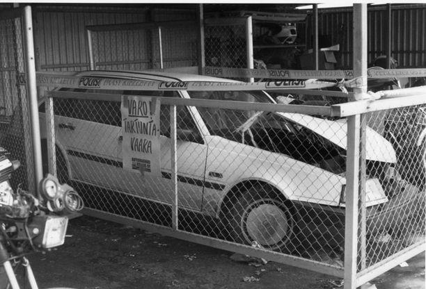 Näin poliisi eristi 80-luvun lopussa onnettomuusauton, jonka kuljettajalla oli aids. Sairauden pelättiin tarttuvan hyvin helposti.