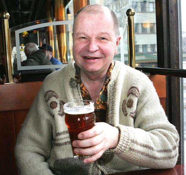 Unto Tikkanen edustaa nyt olutjuomia myös virallisesti.