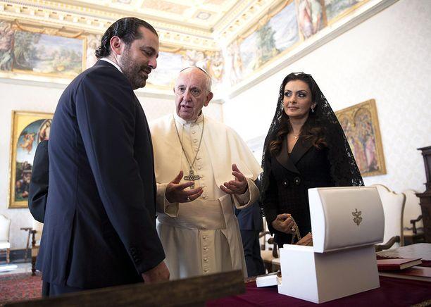 Saad Hariri ja hänen vaimonsa Lara tapasivat paavi Franciscuksen Vatikaanissa lokakuun puolivälissä.