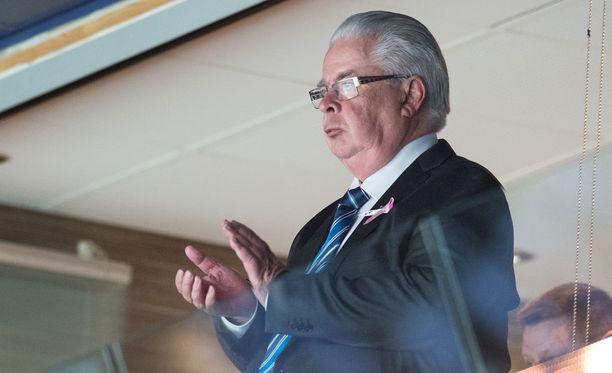 Kalervo Kummola astuu pian syrjään Jääkiekkoliiton puheenjohtajan tehtävästään.