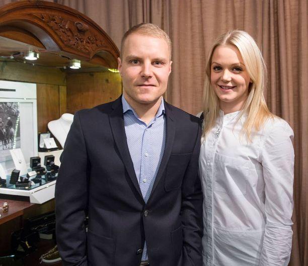 Valtteri Bottas ja Emilia Pikkarainen ovat pitäneet sittemmin yhteyttä Arto Nybergin kanssa.