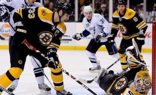 Boston Bruinsin Zdeno Chara on vaikea pideltävä.