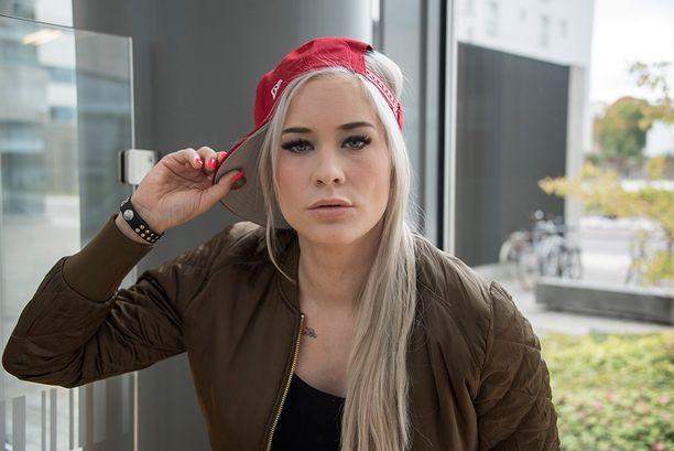 Maria Monde muistetaan Maailma-biisin hemaisevana blondina.