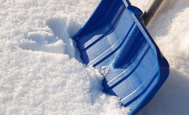 Sateita on luvassa koko maahan: pohjoisessa sateet tulevat lumena, etelässä sateiden olomuoto vaihtelee.