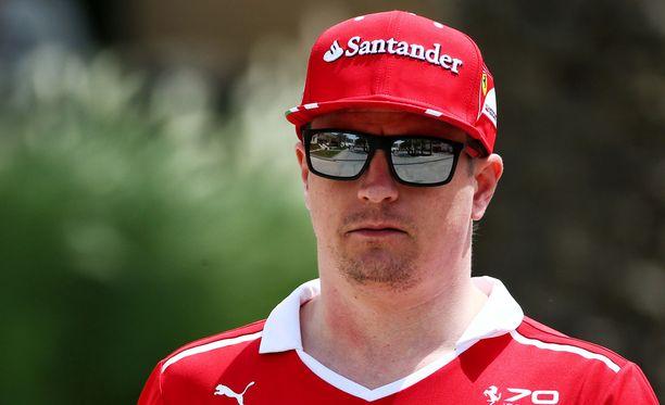 Kimi Räikkönen on ollut alkukaudesta selvästi Sebastian Vetteliä hitaampi.