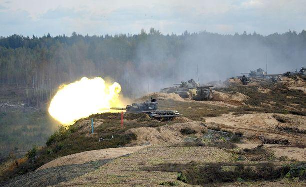Venäläisiä panssarivaunuja Valko-Venäjällä edellisessä Zapad-harjoituksessa syyskuussa 2013.