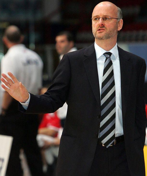 Koripallomaajoukkueen luotsi Henrik Dettmann kohtaa joukkueensa kanssa seuraavaksi Luxemburgin.