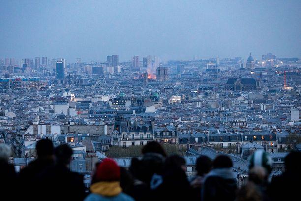 Notre Dame on pariisilaisille tärkeä maamerkki.