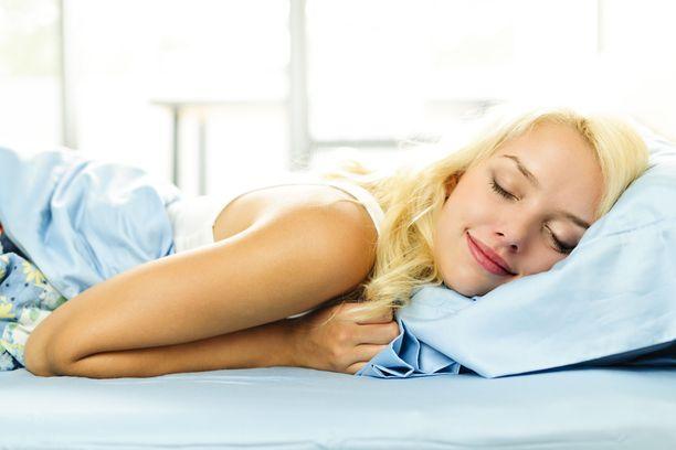 Meditointi sekä viileä makuuhuone auttavat tutkitusti nukahtamaan, puhelimen tuijottaminen puolestaan ei.