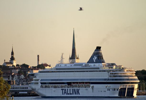 Tallink on ajautunut Suomen koronatoimien vuoksi pahoihin vaikeuksiin. Kuvassa varustamon Europa-alus Tallinnan satamassa.