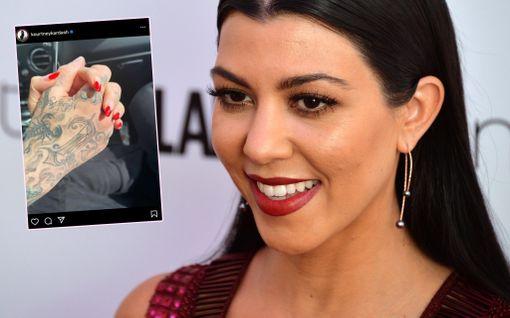 Huhut pitivät paikkaansa: Kourtney Kardashian vahvisti kuvalla seurustelevansa Blink 182 -rumpalin kanssa