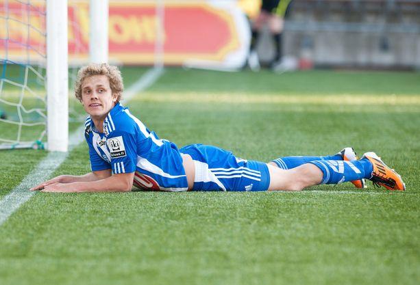 HJK:n Teemu Pukki on hukannut maalipaikan Interiä vastaan toukokuussa 2011.