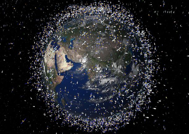 Maata kiertää paljon avaruusromua. Osa romuista on niin kutsuttuja zombie-satelliitteja: ei hengissä, mutta ei aivan kuolleitakaan.