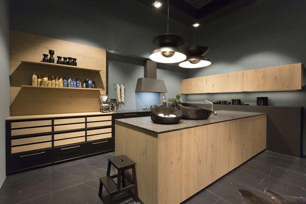 Kaikki jutun kuvat ovat LivingKitchen 2019 -messuilta, jotka ovat pullollaan uusimpia keittiötrendejä. Nolte-keittiöillä näytti tältä: vaaleaa puuta, mustia yksityiskohtia, avohyllyjä ja mattapintoja.