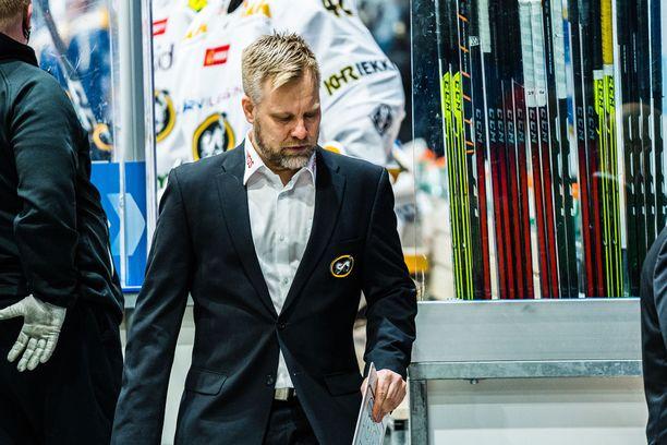 Kärppien päävalmentaja Mikko Manner joutui pettymään.