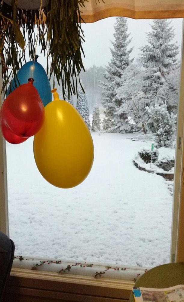 Näin lumisissa tunnelmissa vapun vietto aloitettiin lauantaina Sastamalassa.