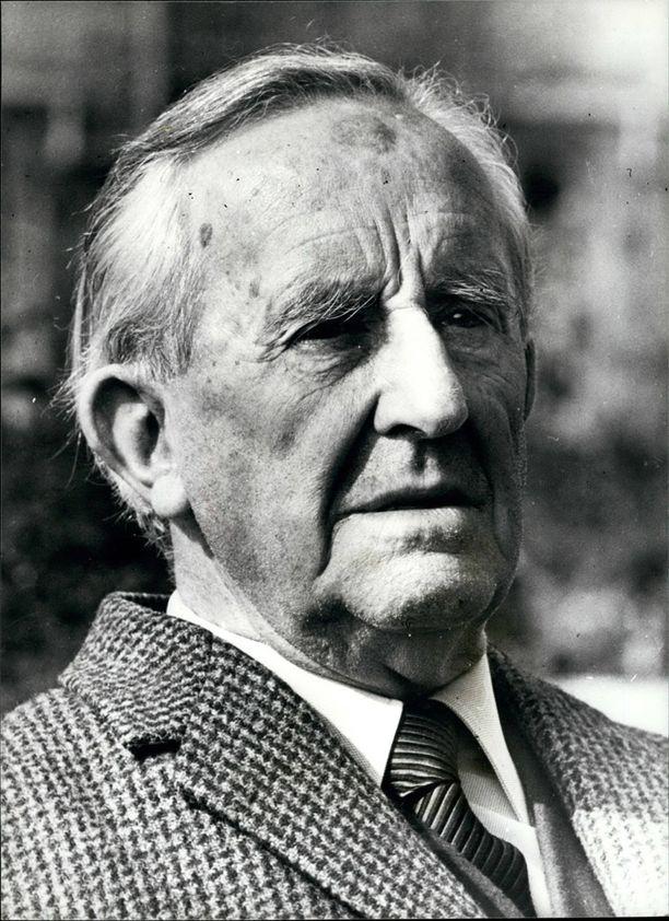 J.R.R. Tolkien tunnetaan Suomi-fanina ja Taru sormusten herrasta -kirjojen kirjoittajana.