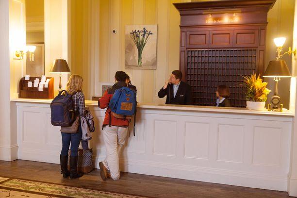 Aamiainen ei aina kuulu hotellihuoneen hintaan. Silloin kannattaa sisäänkirjautumisen yhteydessä kysäistä, onko hotellilla jonkinlaista aamiaistarjousta. Sellaisesta sopimalla voi säästää aamupalan hinnassa.