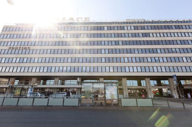 Rakennusteollisuus syötti ja juotti hallitusneuvotteluihin osallistuvia poliitikkoja tiistai-iltana EK:n päämajassa Eteläranta 10:ssä.