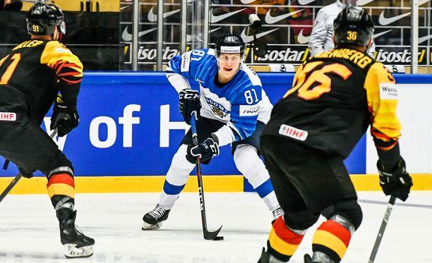 Eeli Tolvanen teki Suomen avausmaalin Saksaa vastaan.