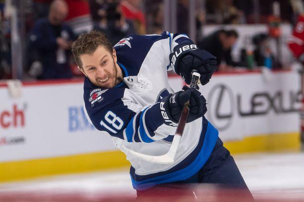Winnipeg Jetsin Bryan Little sai rajun tällin päähänsä ja joutui jättämään ottelun kesken.