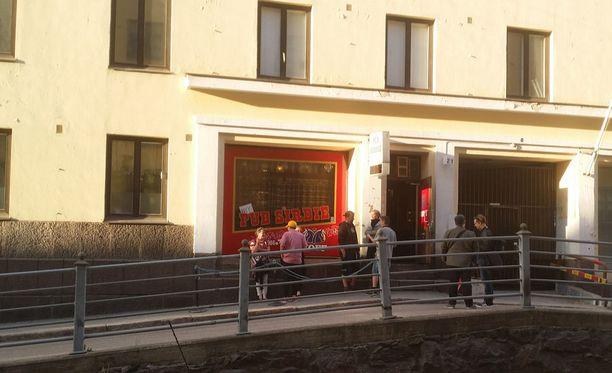 Helsingin Kalliossa sijaitsevan Pub Sirdien osakejärjestely on herättänyt hämmennystä.