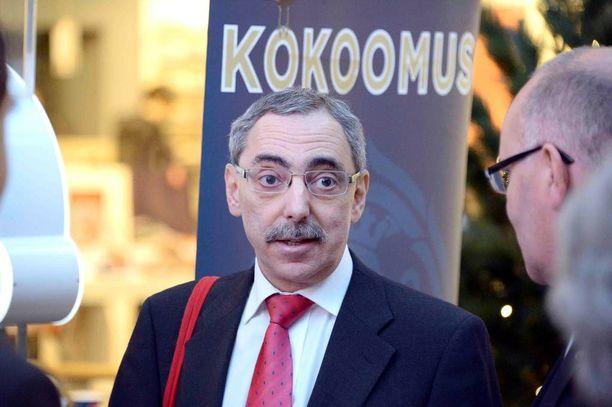 Ben Zyskowicz painotti eduskunnan taysistunnossa nuorten tupakkavalistuksen tärkeyttä.