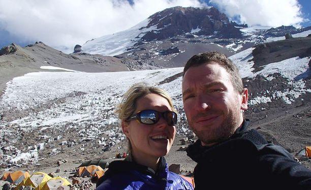 Pariskunnan selfie ennen kohtalokasta nousua Mount Everestille.
