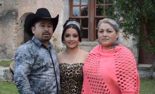 Alkuperäisellä videolla perheen isä kertoi, että juhlissa esiintyy kaksi bändiä ja järjestetään ratsastuskilpailu.