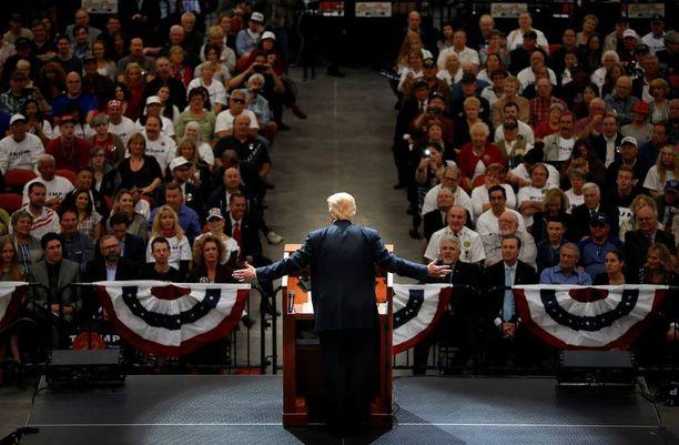 Donald Trump otti vakuuttavan voiton Nevadassa. Kuva puheesta Las Vegasista maanantailta.