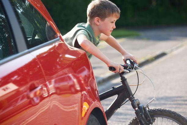 """""""""""Pyörä hankitaan jo ekaluokkalaiselle, mutta mitään ohjeita ei anneta."""""""