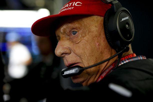 Niki Lauda iloitsi Lewis Hamiltonin voitosta, mutta harmitteli Valtteri Bottaksen kohtaloa.