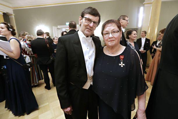 Helena ja Teuvo Takalo juhlivat 100-vuotiasta Suomea Linnan juhlissa. Aiemmin kutsu arvojuhliin oli käynyt olympiakullan ja maailmanmestaruuksien jälkeen vuosina 1976 ja 1978.