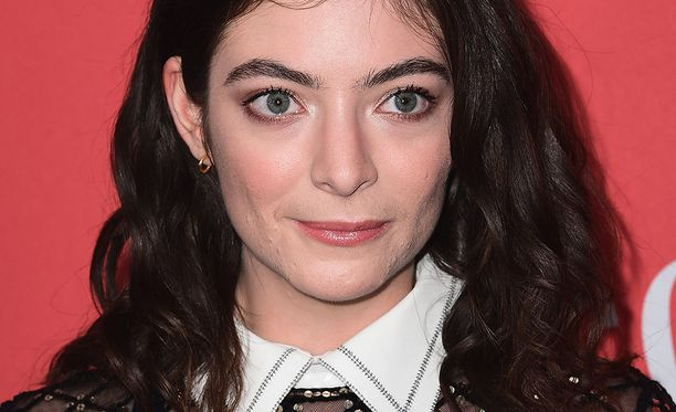 Lorde on kärsinyt jo vuosia aknesta.