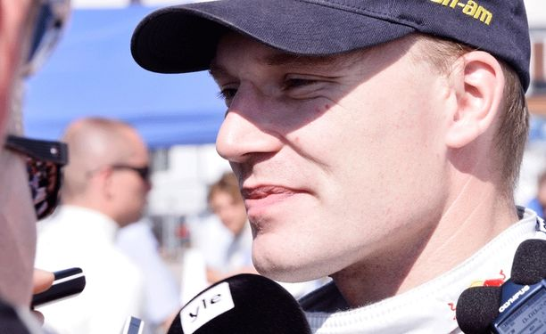 Jari-Matti Latvala on MM-sarjassa toisena Sebastien Ogieria 24 pistettä perässä.