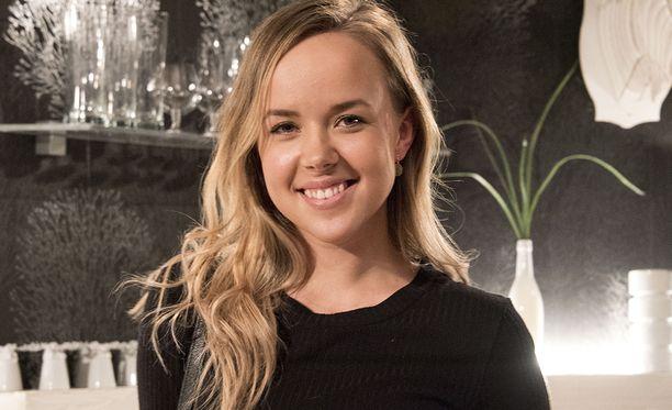 Sara Parikka tunnetaan myös Salatut elämät -elokuvista.