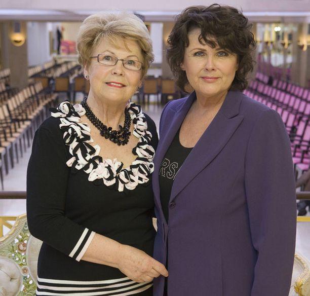 Näytöksen puuhanaisina olivat hampurilaisrouva Kirsti Salmela ja mallimamma Marjo Sjöroos.