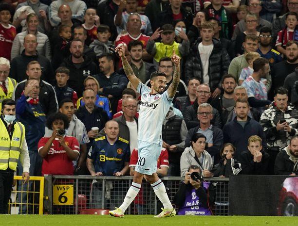 Manuel Lanzini hiljensi Old Traffordin yhdeksännen minuutin voittomaalillaan.