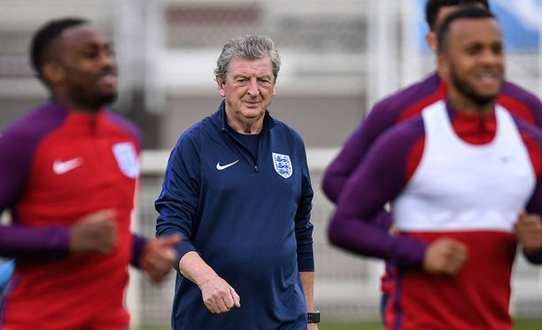 Roy Hodgsonin Englanti on askeleen lähempänä jatkosopimusta, jos tänään irtoaa lohkovoitto.
