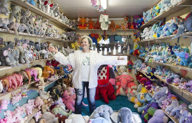 Iltalehti vieraili Willa Fantissa kaksi vuotta sitten. Silloin kokoelmassa oli noin 14 000 norsua. Nyt niitä on jo yli 19 000.